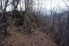 ближе к южной оконечности большого массива появляются скалы